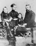 180px-Alexander_Graham_Bell_and_family